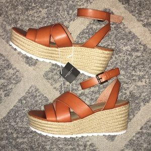 NWT women's wedge sandals